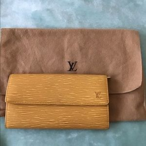 💯 Louis Vuitton Yellow Epi leather long wallet
